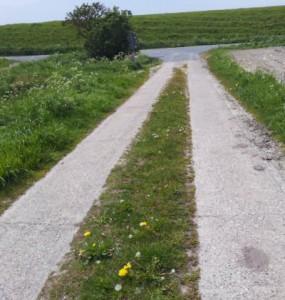 Betonspurenweg in Dithmarschen