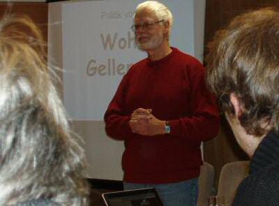 """November 2010: Jürgen Backhaus erläutert auf der Veranstaltung """"Wohin Gellersen?"""" die grüne Haltung zur Einheitsgemeinde"""
