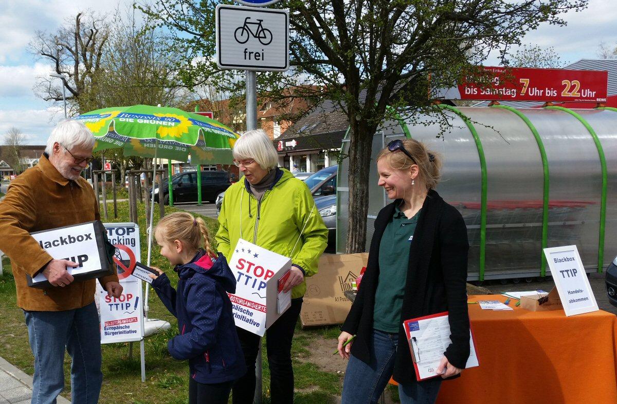 Unterschriftensammlung in Reppenstedt gegen TTIP und CETA