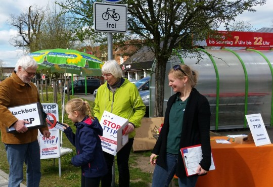 Unterschriftensammlung gegen TTIP und CETA