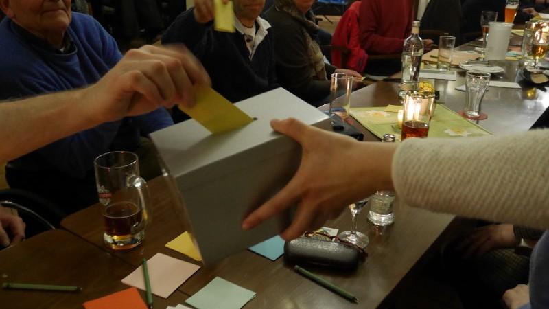 Wahlurne auf KMV